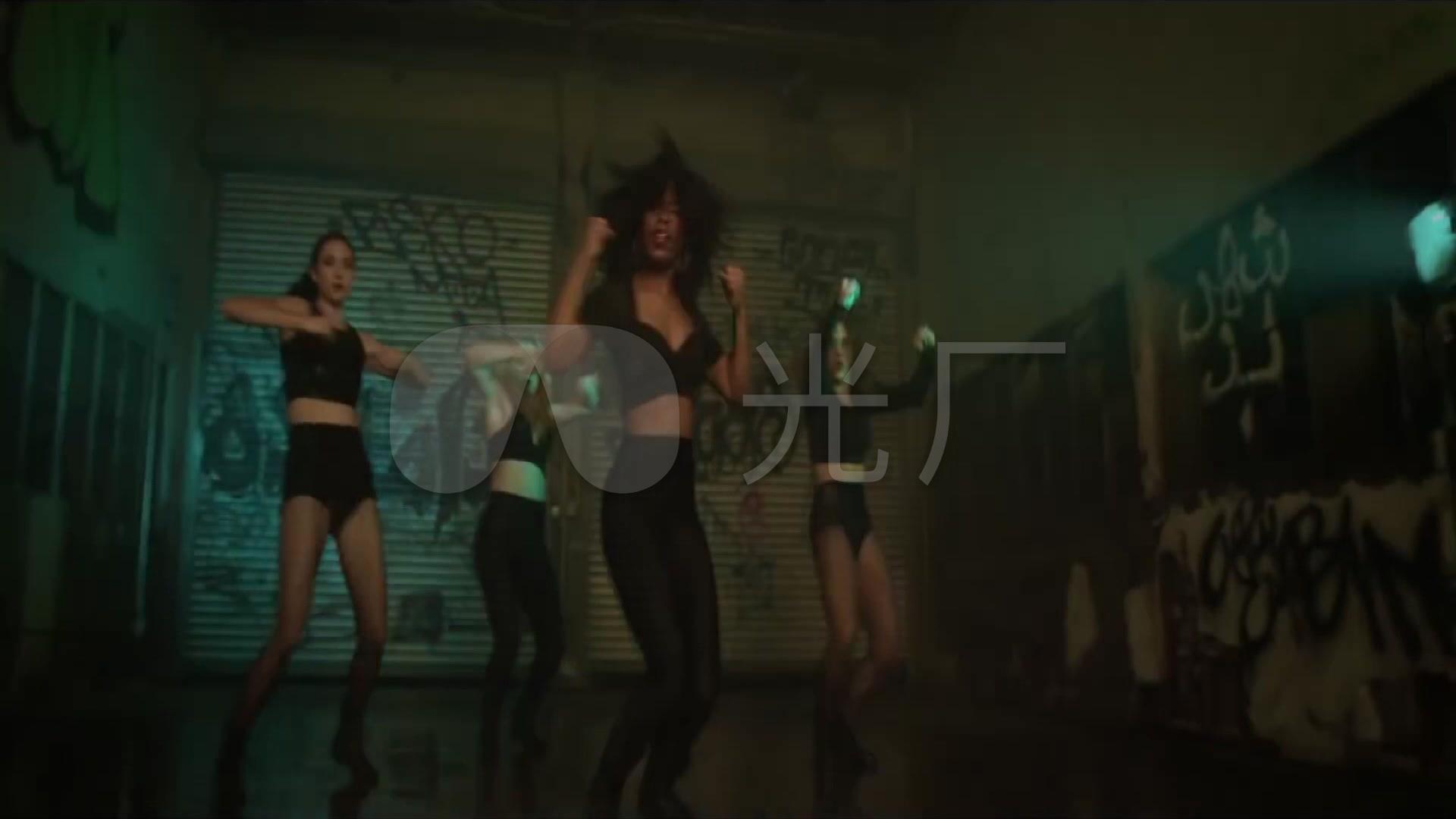 跳舞性感素材美女欢快酒吧女跳舞_1920X108v性感性感牛仔裤视频图片