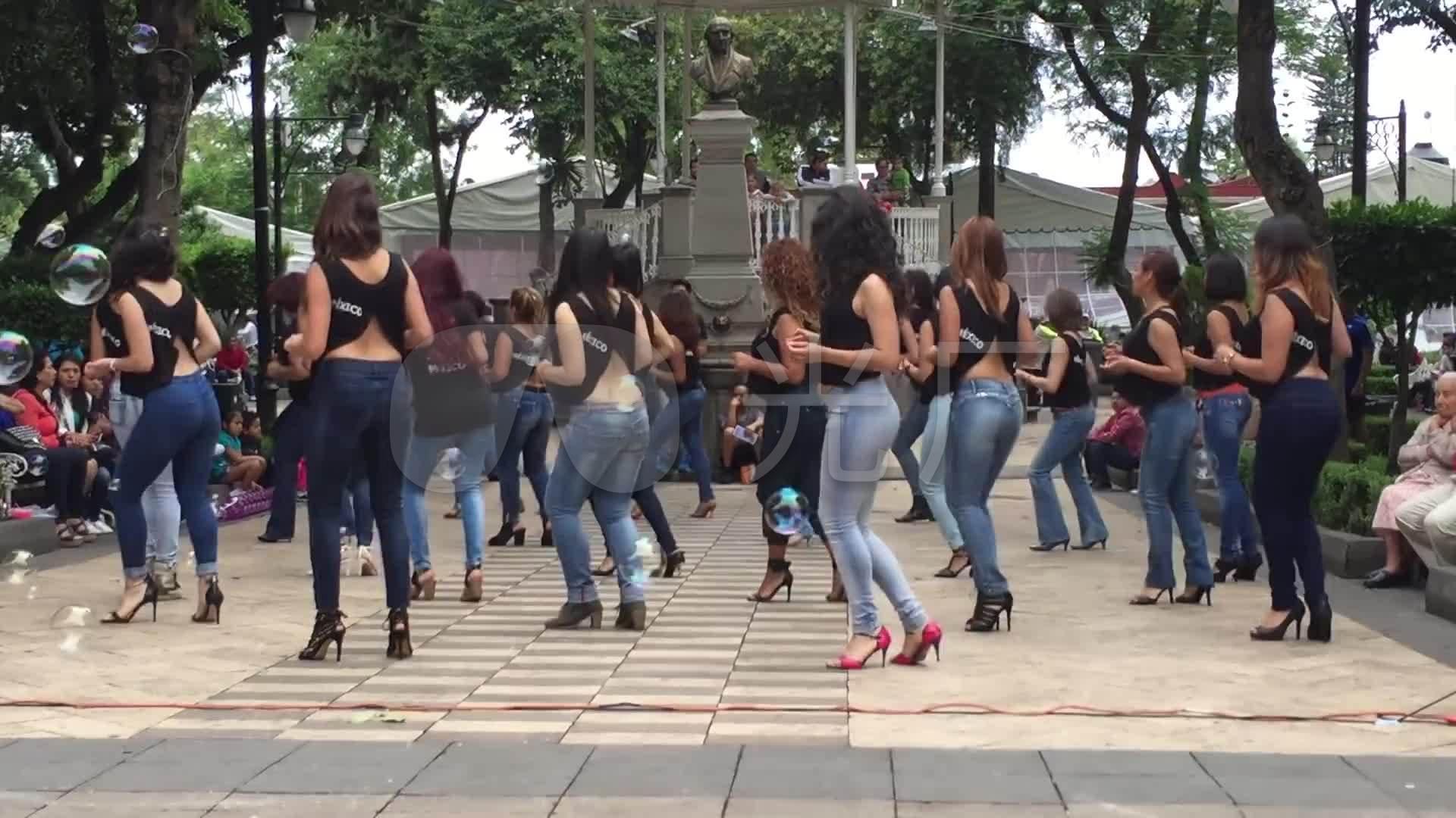 国外美女黑色主题舞实拍性感广场_1920X108oppo性感视频素材图片