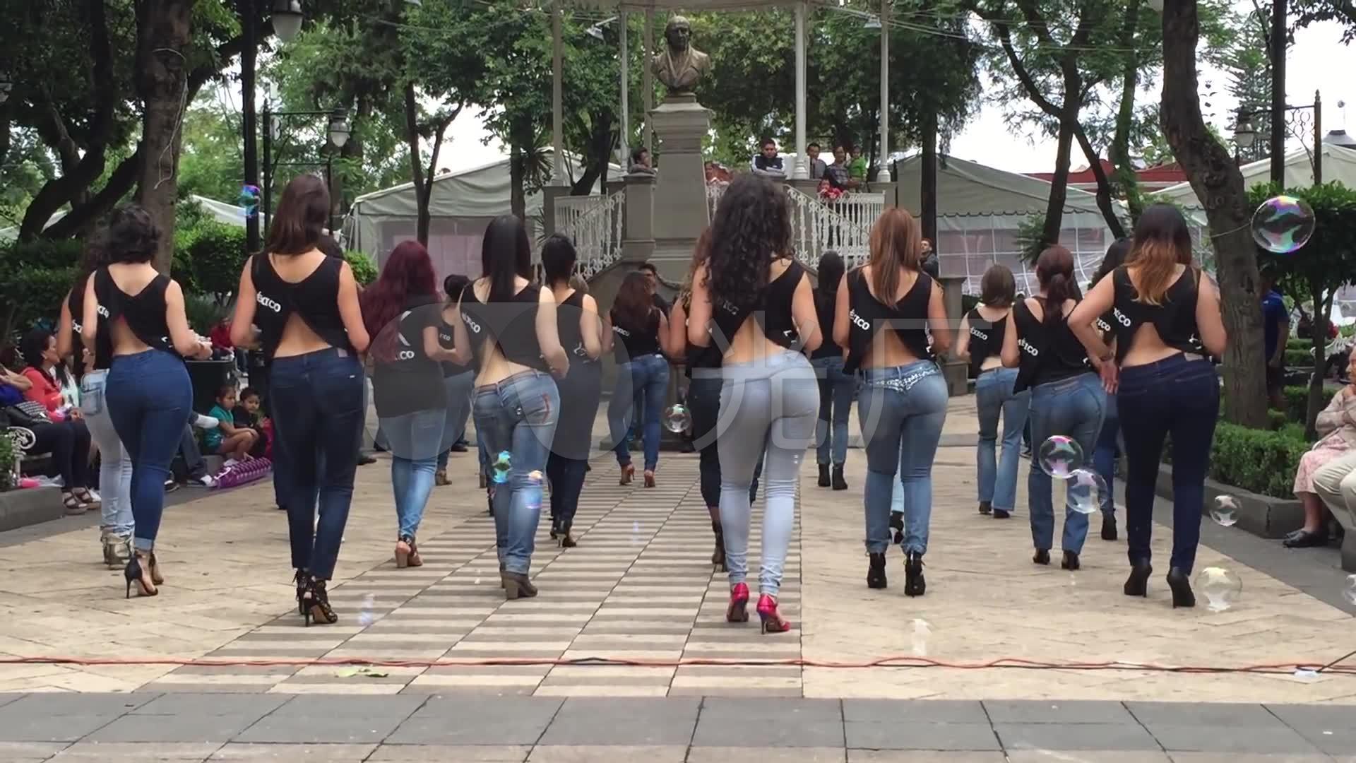 国外性感素材广场舞实拍美女视频_1920X108生活照性感女郎图片