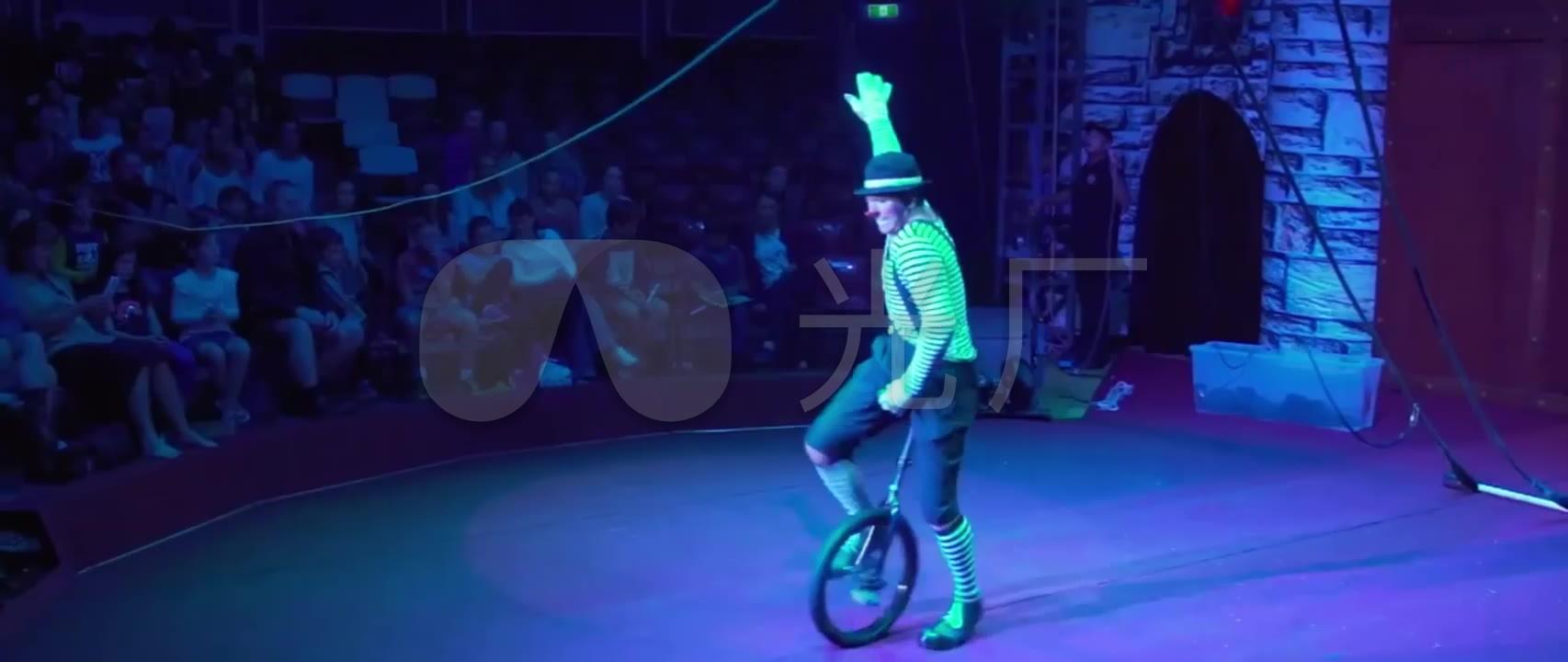 视频技能视频马戏团交流_1706X720_杂技小丑艺术高清演出图片
