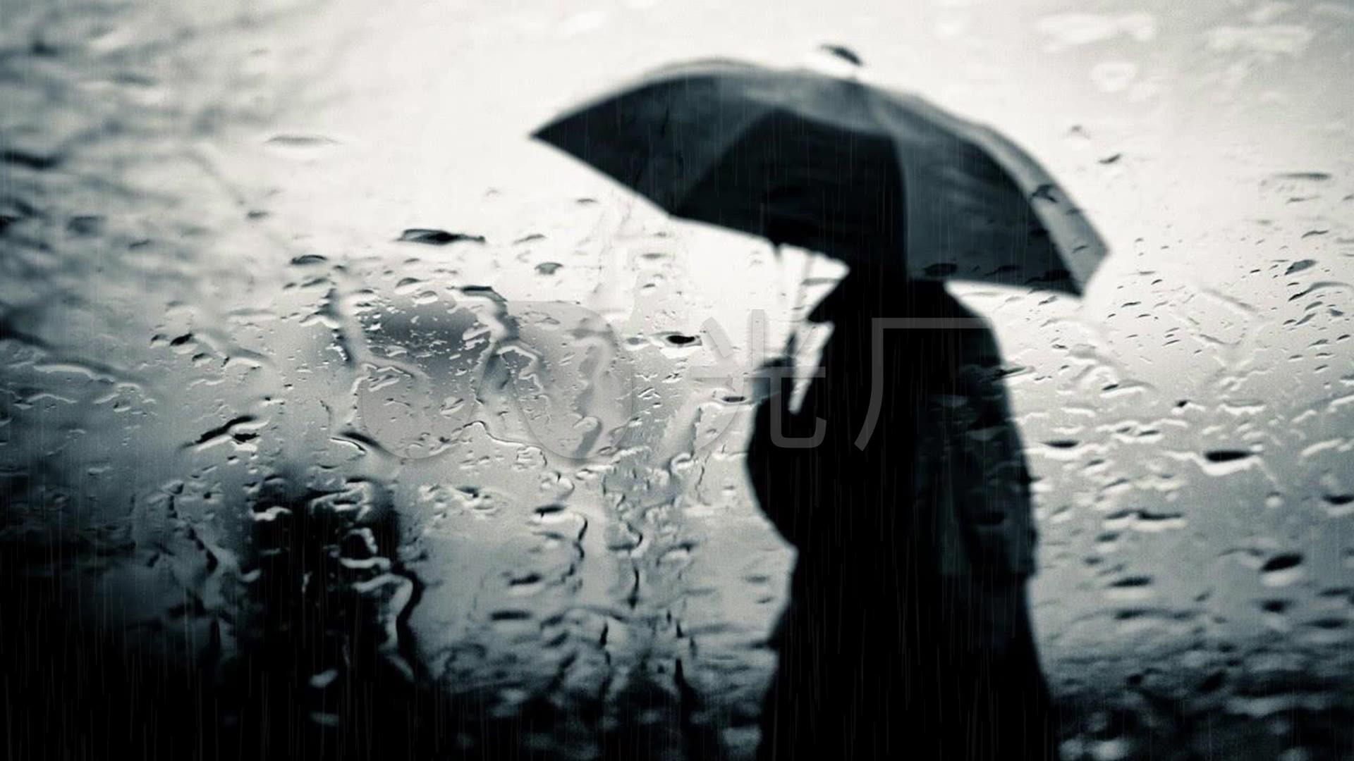 下雨雨中打伞的男人_1920x1080_高清视频素
