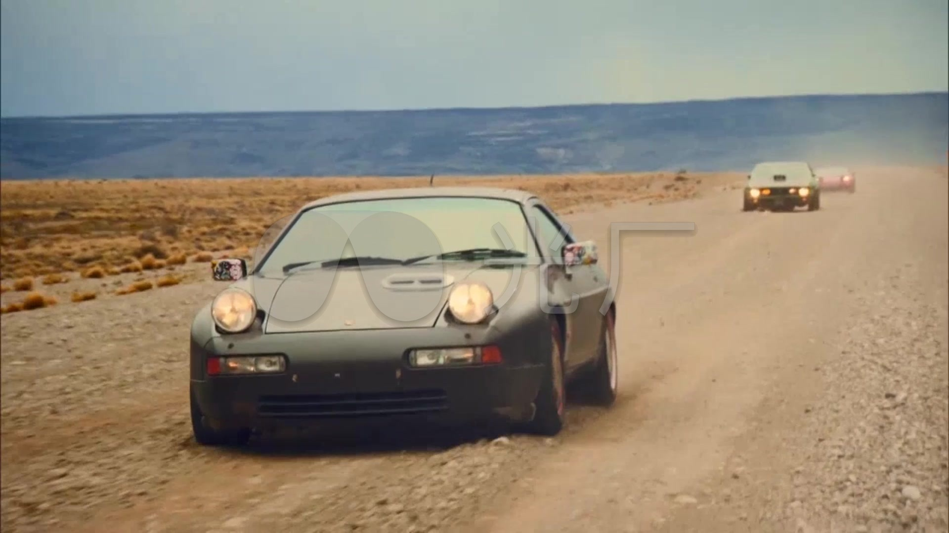 赛车戈壁滩视频素材越野视频沙漠_航拍跑车_公路叶笛吹图片