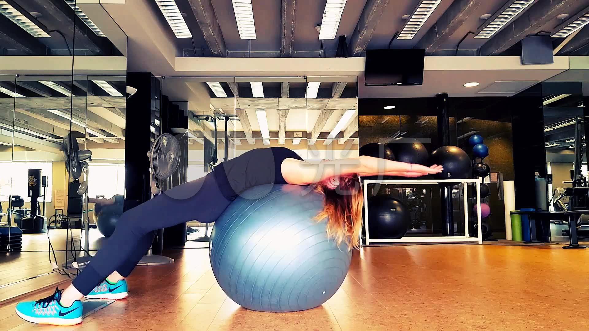 瑜伽球瑜伽锻炼美女教练_1920X1080_高清视