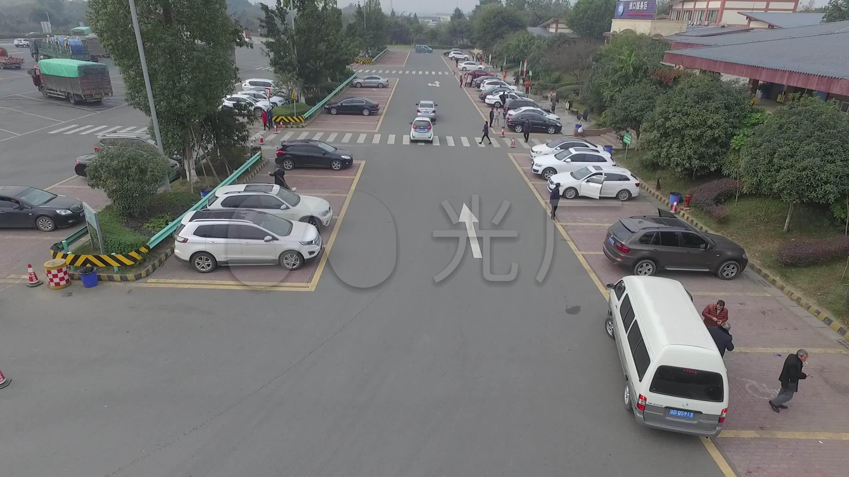 视频城市素材v视频_2704X1520_道路车辆快板高清视频入门教学图片
