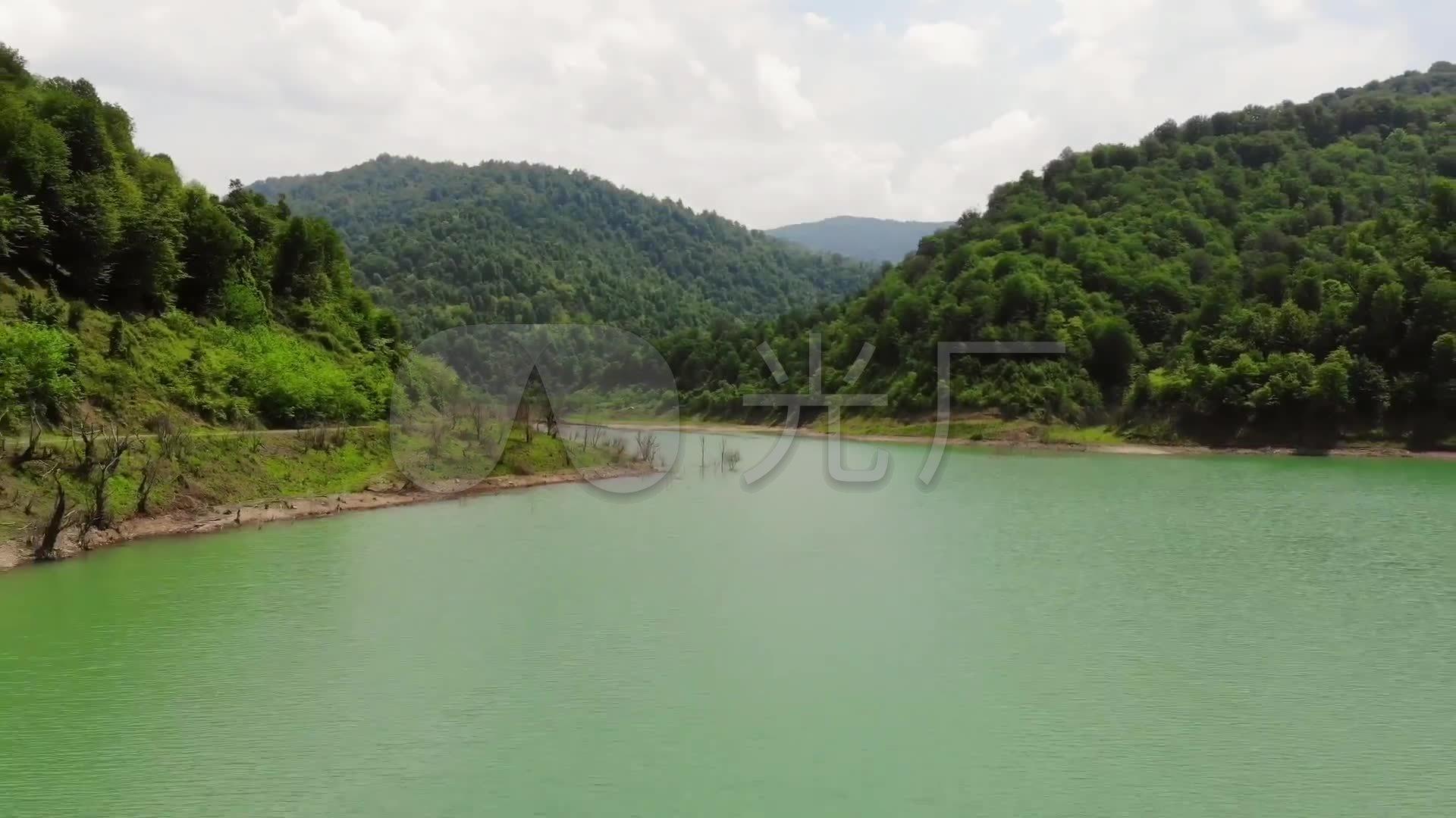 河邊露營山下河流風景_1920x1080_高清視頻素材下載