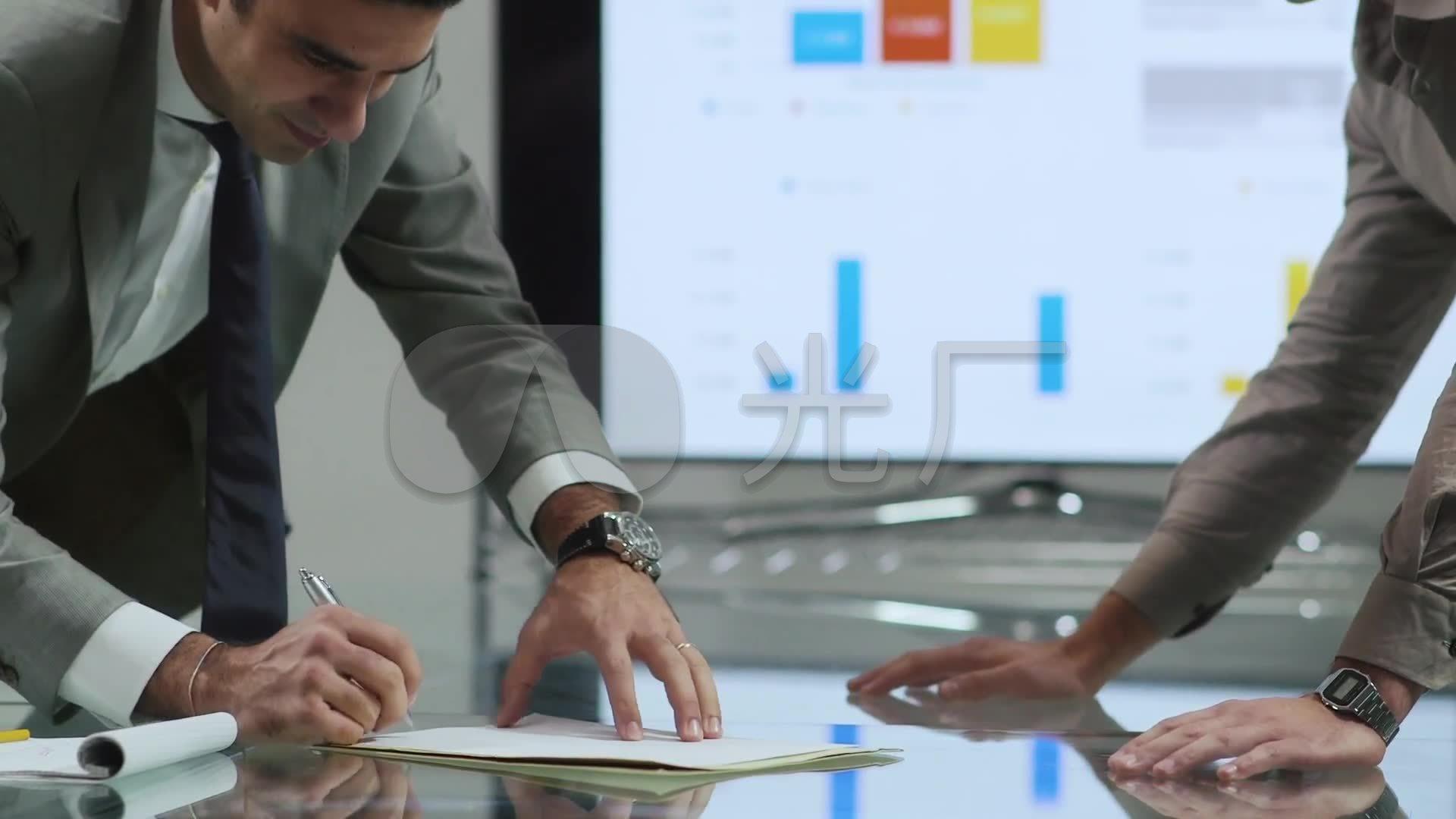 签字 商务 合作 握手 共赢