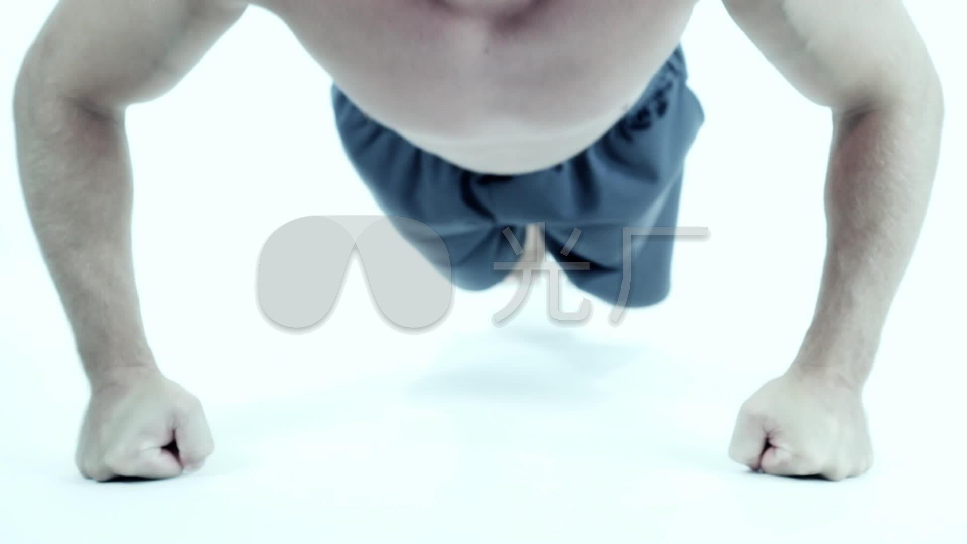 男子做俯卧撑v男子锻炼_1920X1080_系统高清视频会议视频协同图片