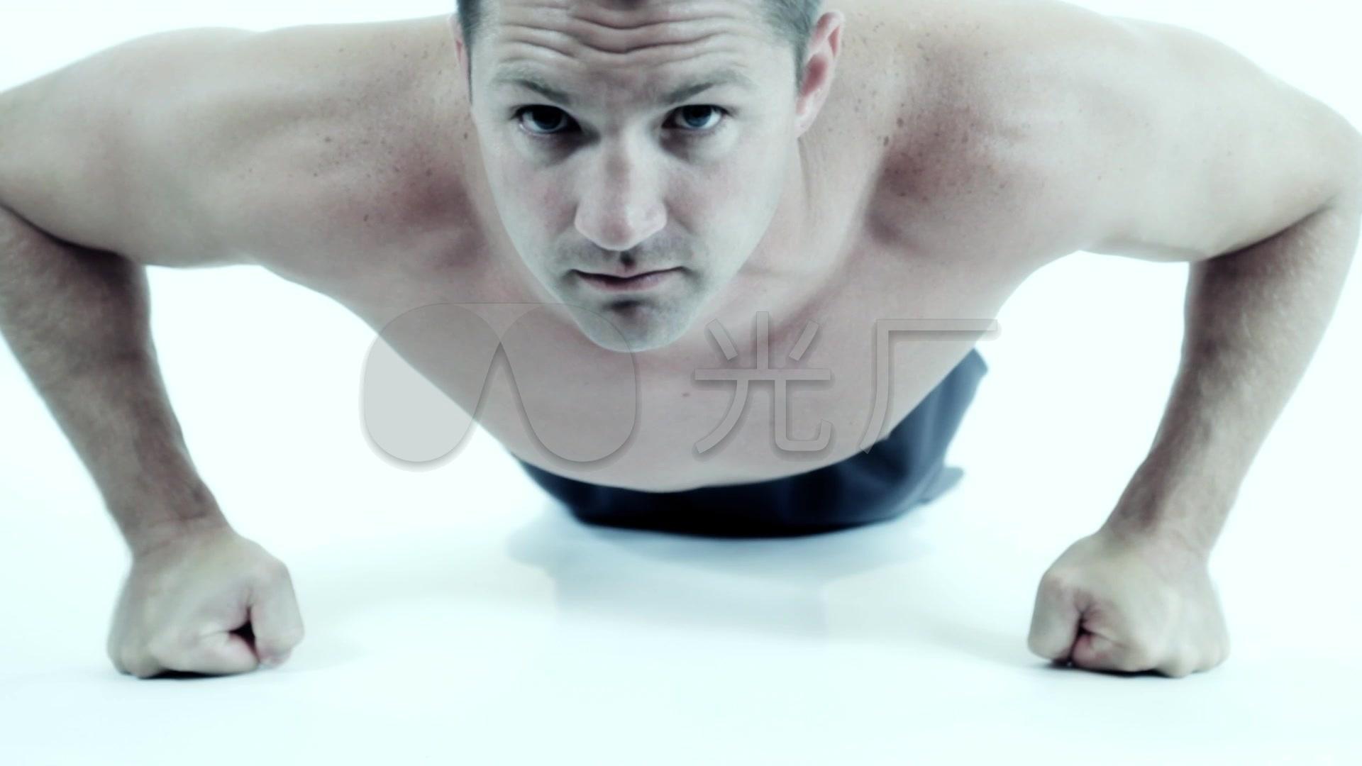 男子做俯卧撑v男子锻炼_1920X1080_视频高清甩视频子虾图片