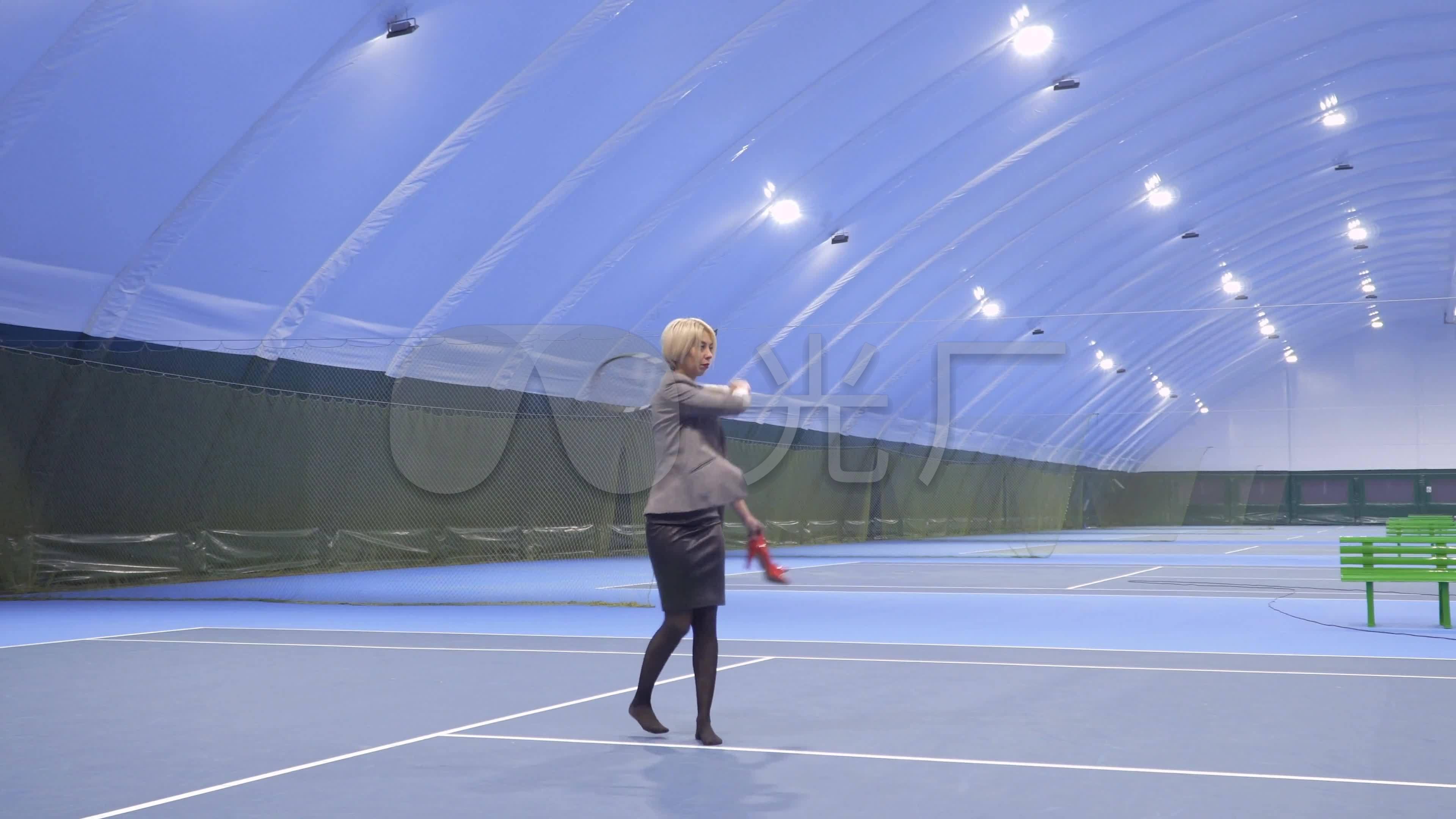 打体育运动装备登山表格网球_3840X2160_高休闲杖比较网球图片