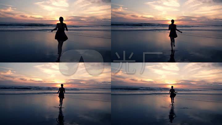 奔向大海女孩慢跑休闲海滩奔跑