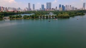 4K周末长沙烈士公园年嘉湖游船航拍空镜视频素材