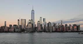 日落时纽约市曼哈顿下城昼夜视频延时视频素材