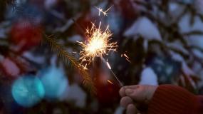 新年玩烟火视频素材