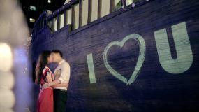咖啡馆求婚恋爱接吻浪漫滑板单车青年礼花视频素材包
