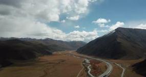 川藏线米拉山垭口下面宽广的峡谷和永利官网的草永利官网网址是多少包