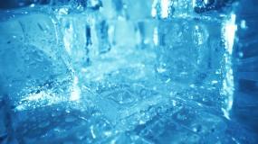 蓝色冰块视频素材