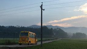 农村清晨早晨新农村幼儿园校车上学劳作视频素材