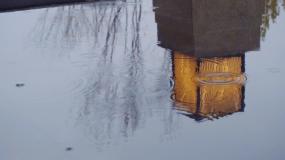 4K雨中的中式庭院景观-下雨-雨滴倒影视频素材