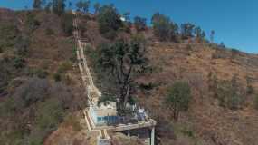 4k航拍,长长的阶梯和孤独的松树永利官网网址是多少包