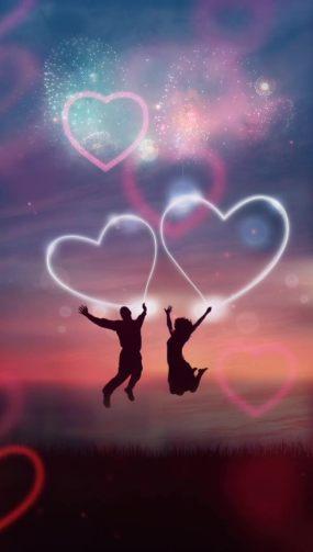 【竖视频】情侣跳起爱心剪影视频素材