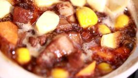 豬肉栗子燒肉紅燒肉砂鍋燉肉五花肉視頻素材