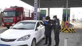 疫情期间公安民警路政高速公路执勤视频素材