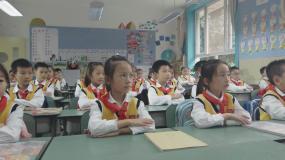 老师给小学生上课视频素材