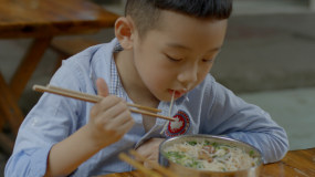 4K【C】回忆小时候吃米粉视频素材