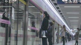 武汉疫情城市地铁戴口罩人群抗疫4K素材视频素材