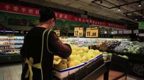 疫情期间超市分检上货视频素材