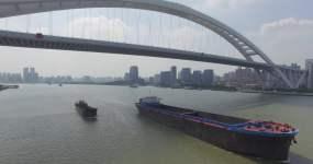 上海卢浦大桥船舶经过超清4K蓝天白云视频素材