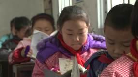 乡村小学上课写作业视频素材