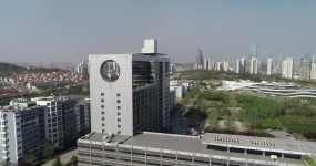 4k航拍中国石油大学青岛校区小景视频素材