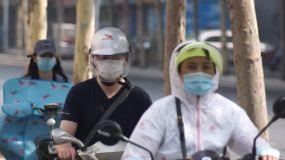 电动车-一盔一带-戴口罩-疫情常态视频素材