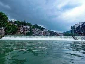 凤凰古城乌云密布瀑布流水延时摄影视频素材