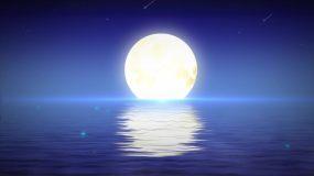 海上海上升明月月亮波光粼粼视频素材