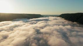 穿越天空的云层视频素材