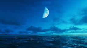 月亮延时升起夜晚海面视频素材