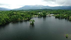 4k森林公园湖泊旅游度假湖边村庄视频素材
