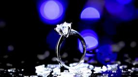 蓝色闪耀钻戒宝石加工视频素材