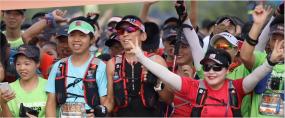 马拉松奔跑记者拍照视频素材
