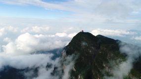 航拍陡峭的峨眉山舍身崖视频素材