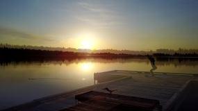 唯美清晨湖边练瑜伽航拍4K视频素材