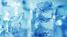 晶莹剔透冰块转动视频素材