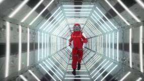 宇航员穿过太空飞船走廊视频视频素材