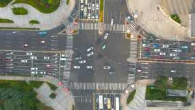 4K航拍城市道路十字路口人群车流高楼大厦视频素材