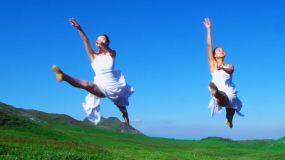 户外瑜伽舞蹈公园太极美女在草原上奔跑视频素材包