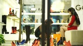 女生买鞋Timeline100103视频素材