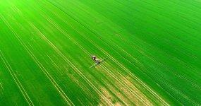 4K唯美大气春天农民播种水稻小麦耕作视频视频素材