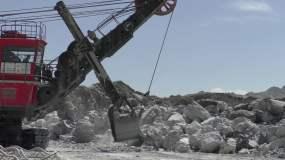 石灰石矿山机械采矿矿车视频素材